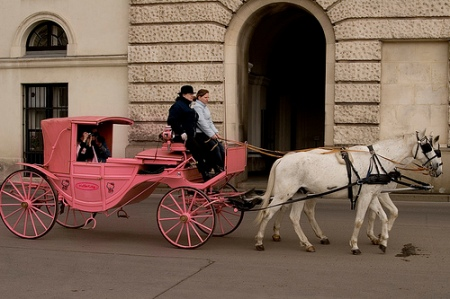 hello-kitty-horse-drawn-carriage