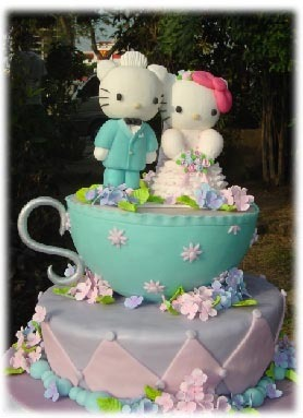 hello-kitty-wedding-cake
