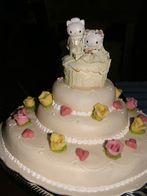 hello-kitty-wedding-cake-01