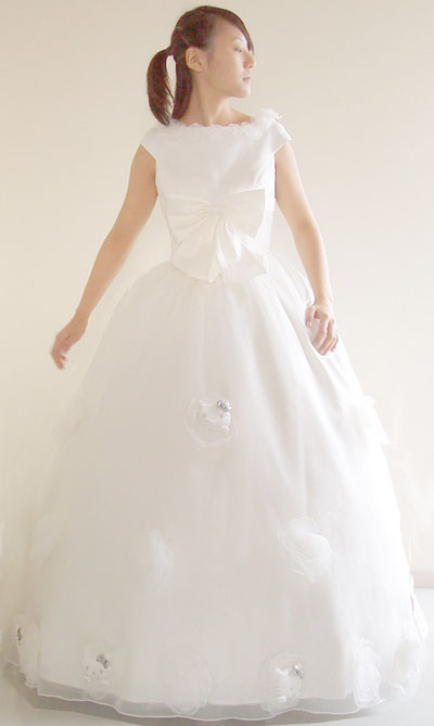 hello-kitty-wedding-gown-02