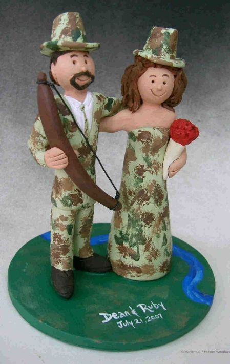 huntersincamouflageweddingcaketopper