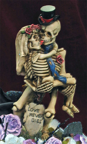 skeleton_love_figurine